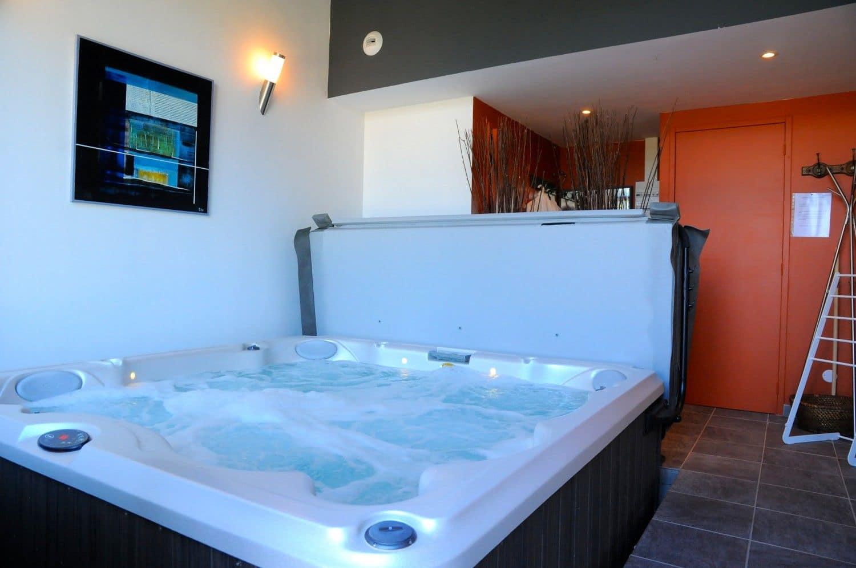 espace relaxation spa jacuzzi sauna gite la ligne. Black Bedroom Furniture Sets. Home Design Ideas