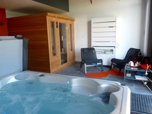 spa jacuzzi et sauna angles sur l 39 anglin gite la ligne. Black Bedroom Furniture Sets. Home Design Ideas